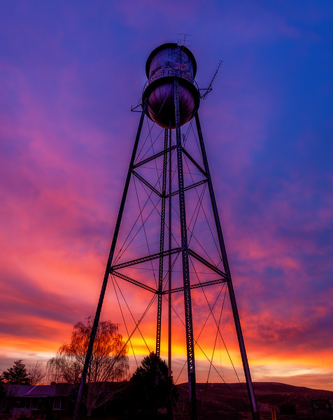 Water with sunrise colors in Glenns Ferry Idaho