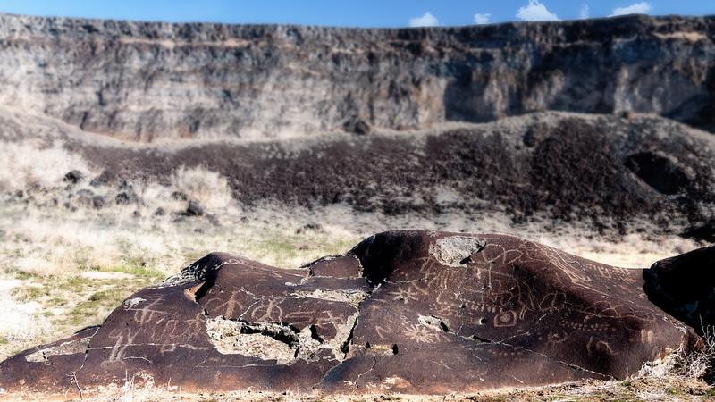 Petroglyphs along the Snake River in the desert