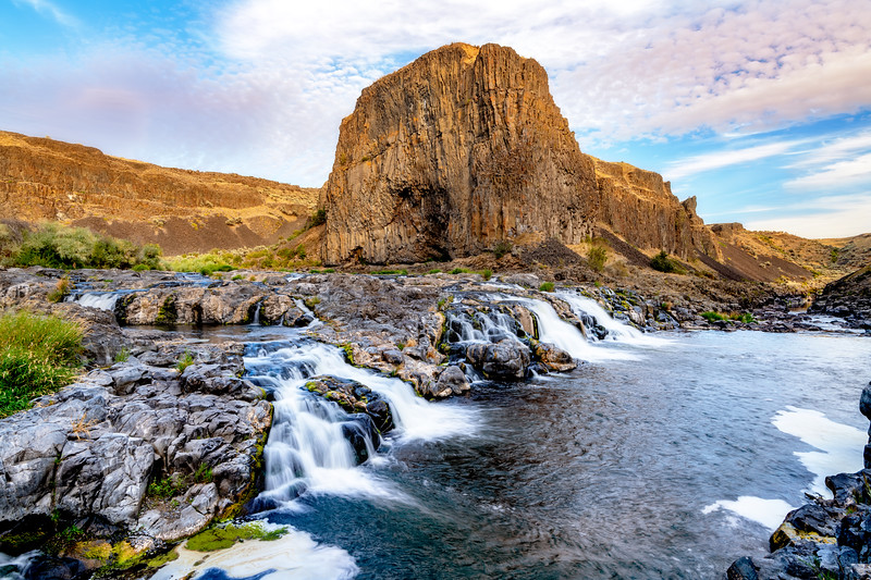 Palouse River flows over rocks as it makes its way to the Palouse Falls