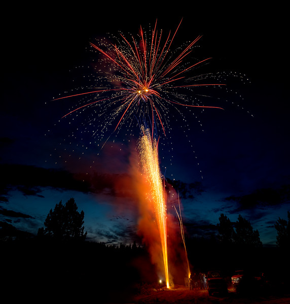 Dramatic fire sparks lead to star burst fireworks