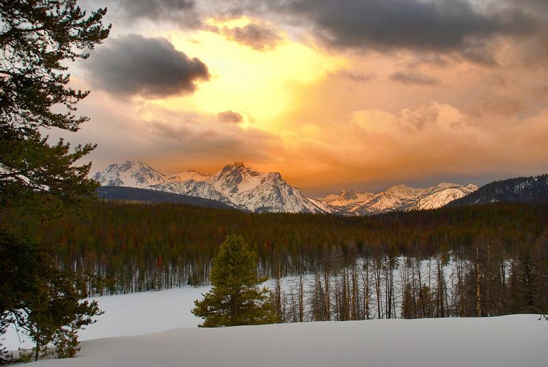 Sawtooth mountain sunrise
