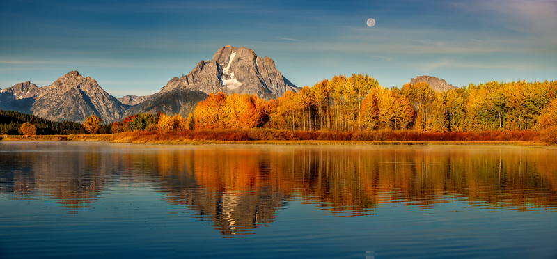 Autumn colors at Oxbow sunrise in the Teton Valley