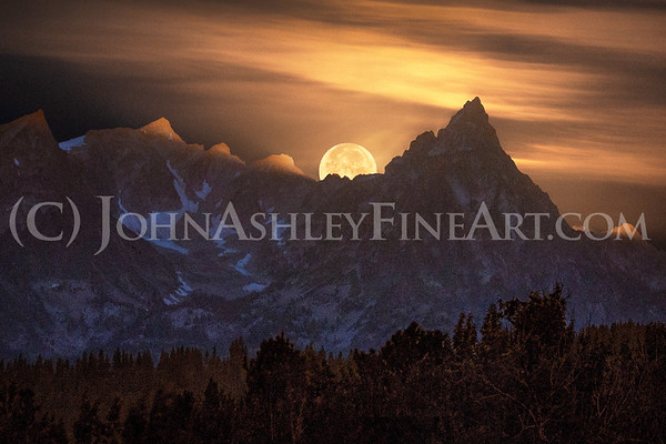 """Trapper Peaks Moonset"""