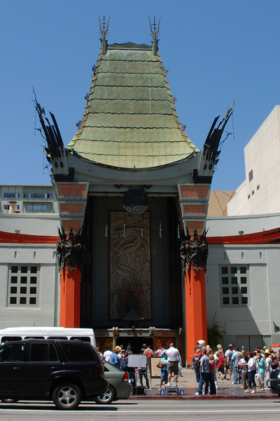 i've always loved grauman's chinese theatre for it's art deco awesomeness