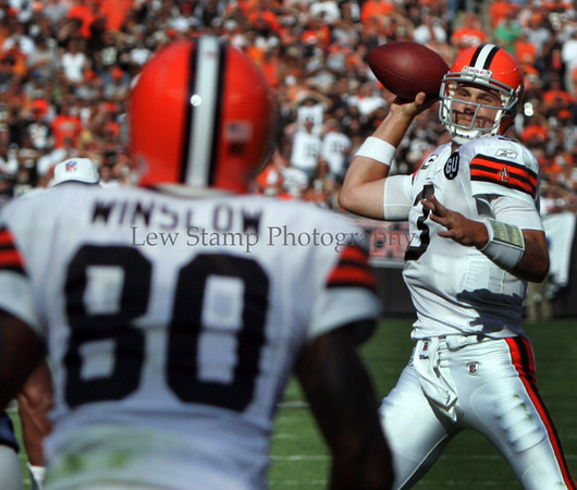 The Cleveland Browns' quarterback Derek Anderson(right) throws for Kellen Winslow (left) for a first half touchdown against the  Dallas Cowboys at Cleveland Browns Stadium on Sunday Sept. 7, 2008 in Cleveland, Ohio. (Lew Stamp/Akron Beacon Journal) Not for sale