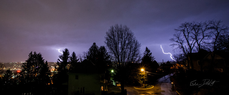 Lightning_Morgantown_WV_photo_by_Gabe DeWitt_April 08, 2015_2