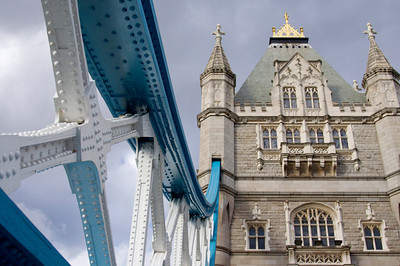 Tower Bridge southern approach
