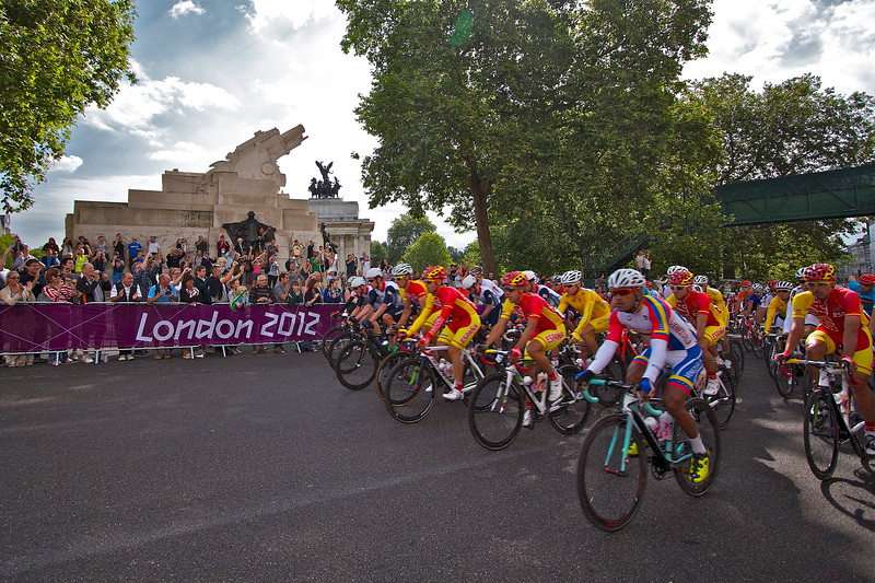 London 2012 Men's Olympic Cycle Road Race rounds Hyde Park Corner just over 1km from the start.