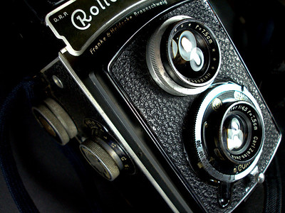 The Rolleicord in my antique camera collection