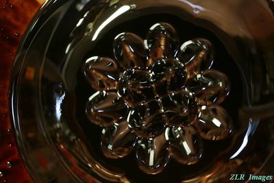 Ferromagnetic fluid, small magnet