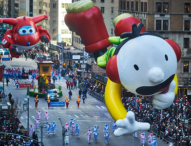 Nov.22, 2018, 2018 - New York, NY The Macy's Thanksgiving Day Parade as seen from offices on 6th. Ave and 52nd St.   Photographer- Robert Altman Post-production- Robert Altman