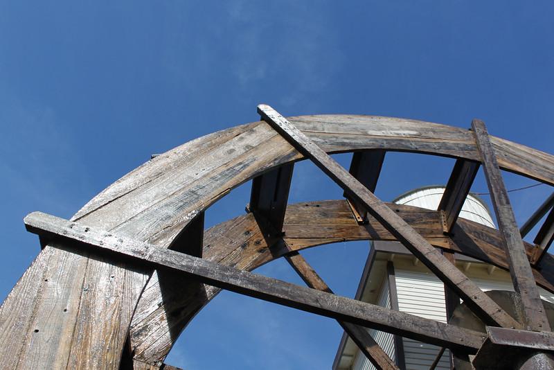Water wheel at Casa De Fruita along Highway 152.