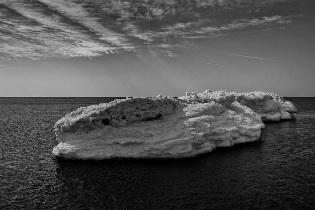 Ice flow on Lake Superior