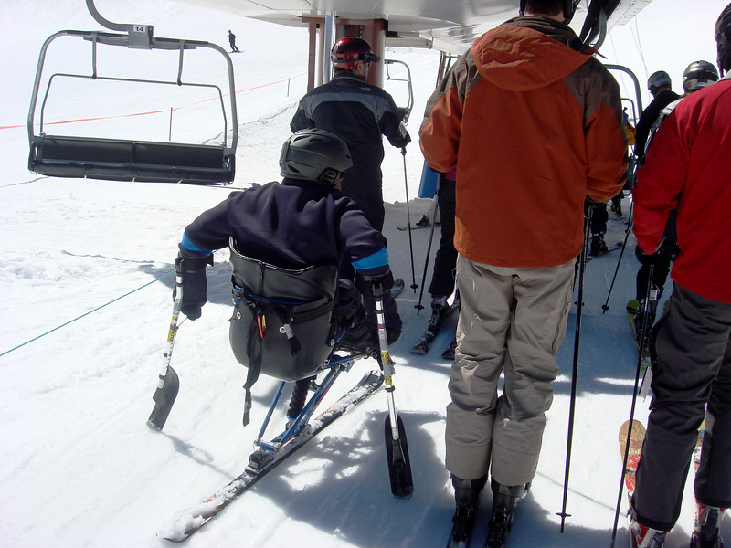 Skiing with one leg