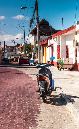 <center><b>Mexico - Side Road on Isla Mujeres</b></center>