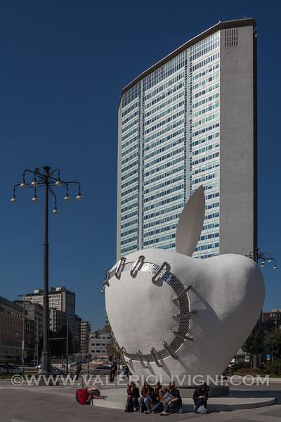 The Reinstated Apple / Third Paradise  by Michelangelo Pistoletto (Pirelli skyscraper in the background) - Il Terzo Paradiso / La Mela Reintegrata di Michelangelo Pistoletto (grattacielo Pirelli sullo sfondo)