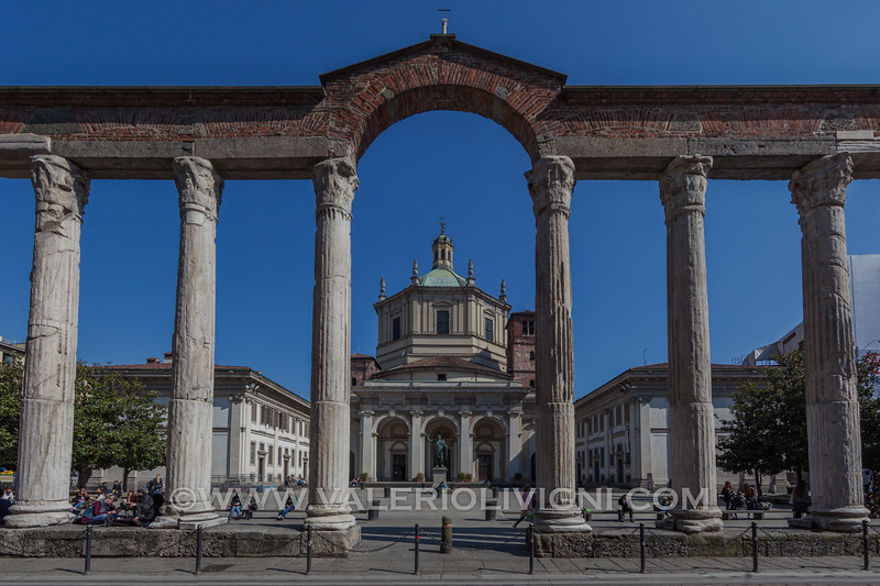 The Columns of San Lorenzo with the Cathedral - Le Colonne di San Lorenzo e la Basilica omonima