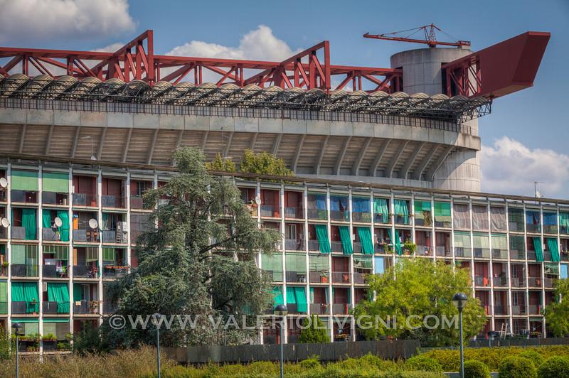 The Horizontal skyscraper by Gianluigi Reggio and Mario Tevarotto 1951-55 (Meazza Stadium in the background) - Il Grattacielo Orizzontale con lo stadio Meazza sullo sfondo