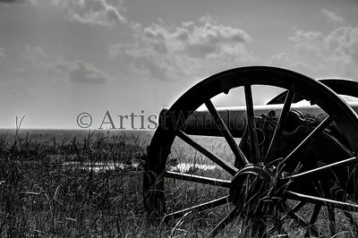 Civil War canon overlooking the Mississippi River below.  Vicksburg Battlefield.