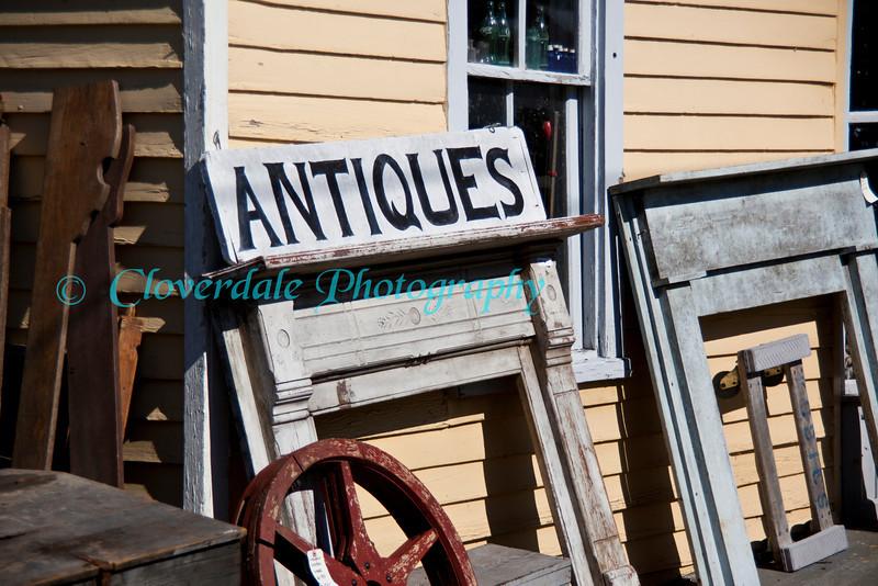 Crossroad Antiques_10-15-2011IMG_2214
