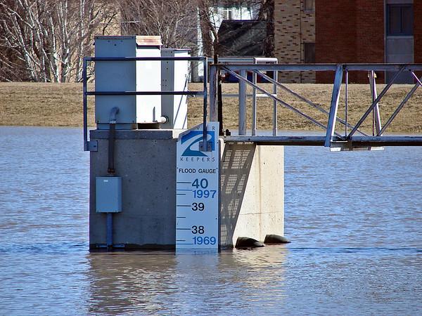 Red River Flood Gauge<br /> June, 2004<br /> Fargo ND