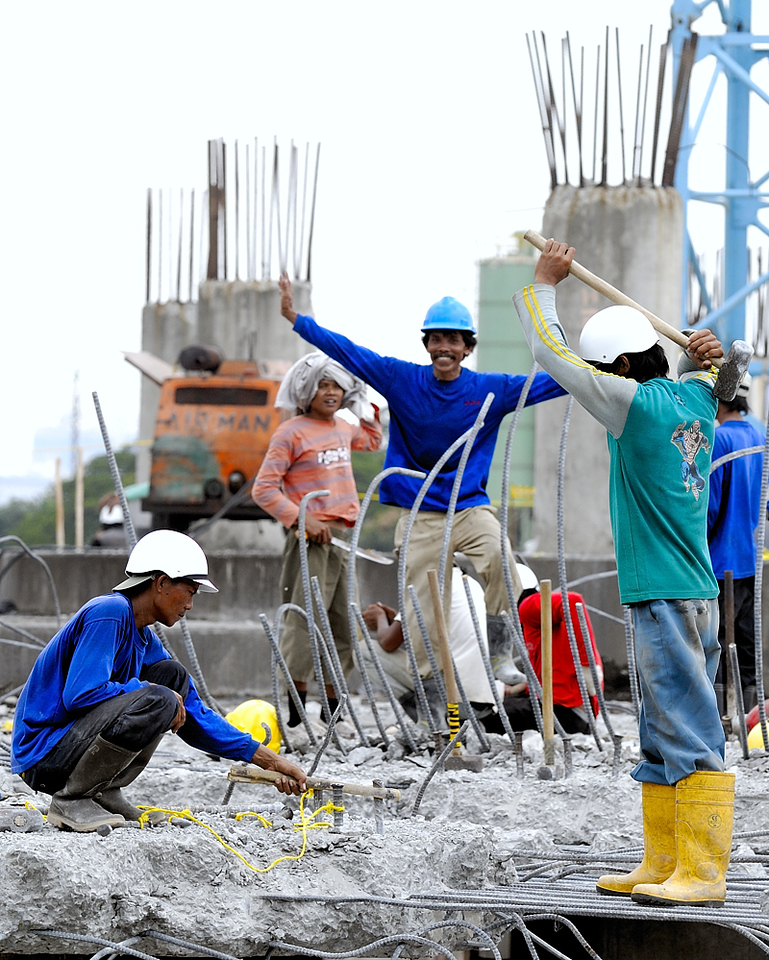 Construction/demolition work is almost entirely done by manual labour in Indonesia.