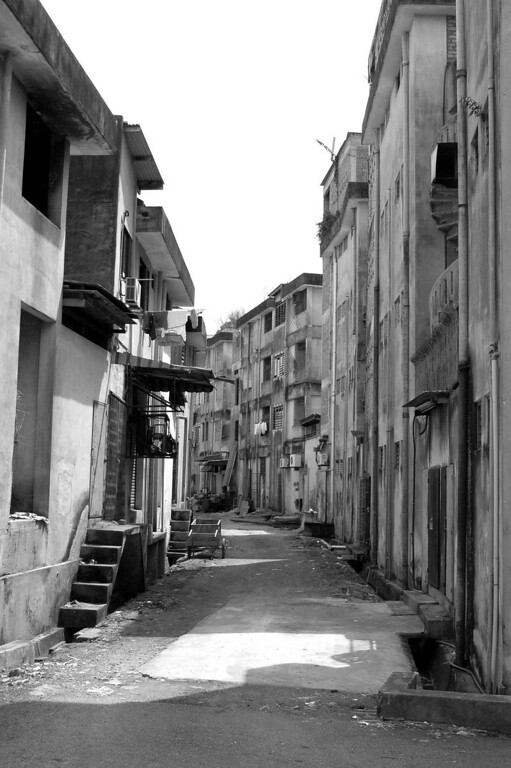I like this type of picture in black and white. It gave me a sense of old town feeling. This was taken in Segamat, Johor. A stone throw away from my grandparents' home.