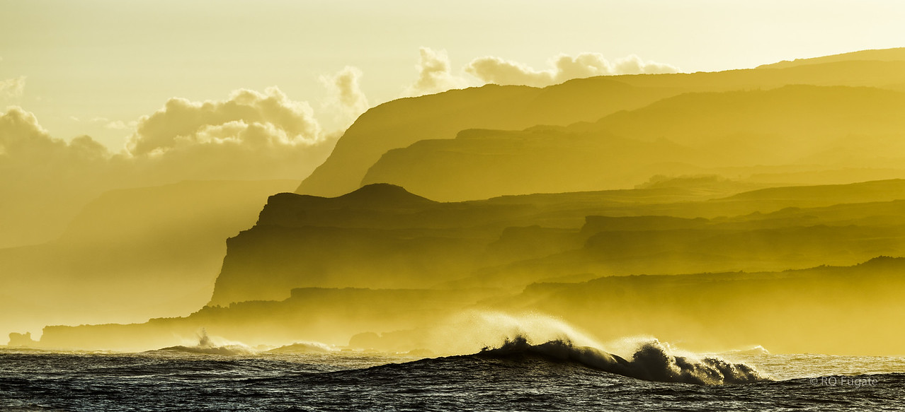 View from Mo'omomi (north west side of island) at sunrise