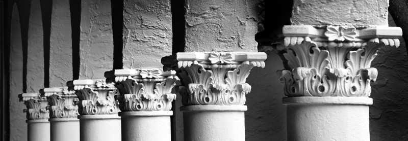 """WPP1219  """"The Luggia""""  columns -  pano in b&w"""