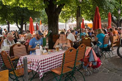 Viktualienmarkt (food market)
