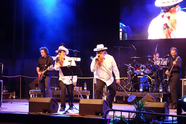 Les Waiters<br /> En concert à Montreux pour les 50 ans de la commune, Les Waiters, groupe de reprise, reprennent et s'amusent sur ZZ Top pour le plus grand plaisir de l'assemblée.