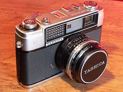 Yashica MII [AKA Minster 2] 35mm Rangefinder - Side View (1962)