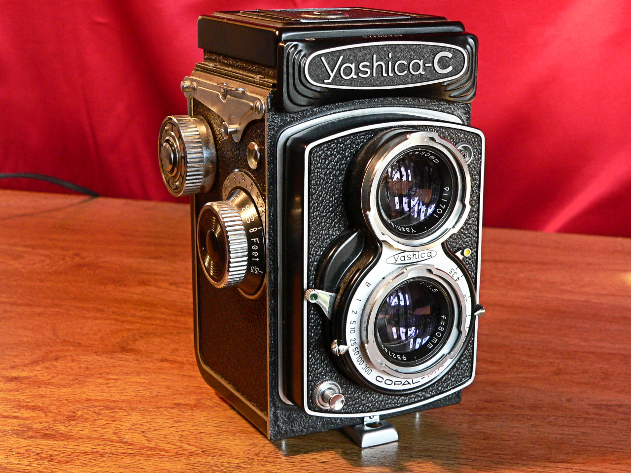 Yashica C TLR 6x6 Medium Format 120mm Roll Film Right Side View (1957-1958]