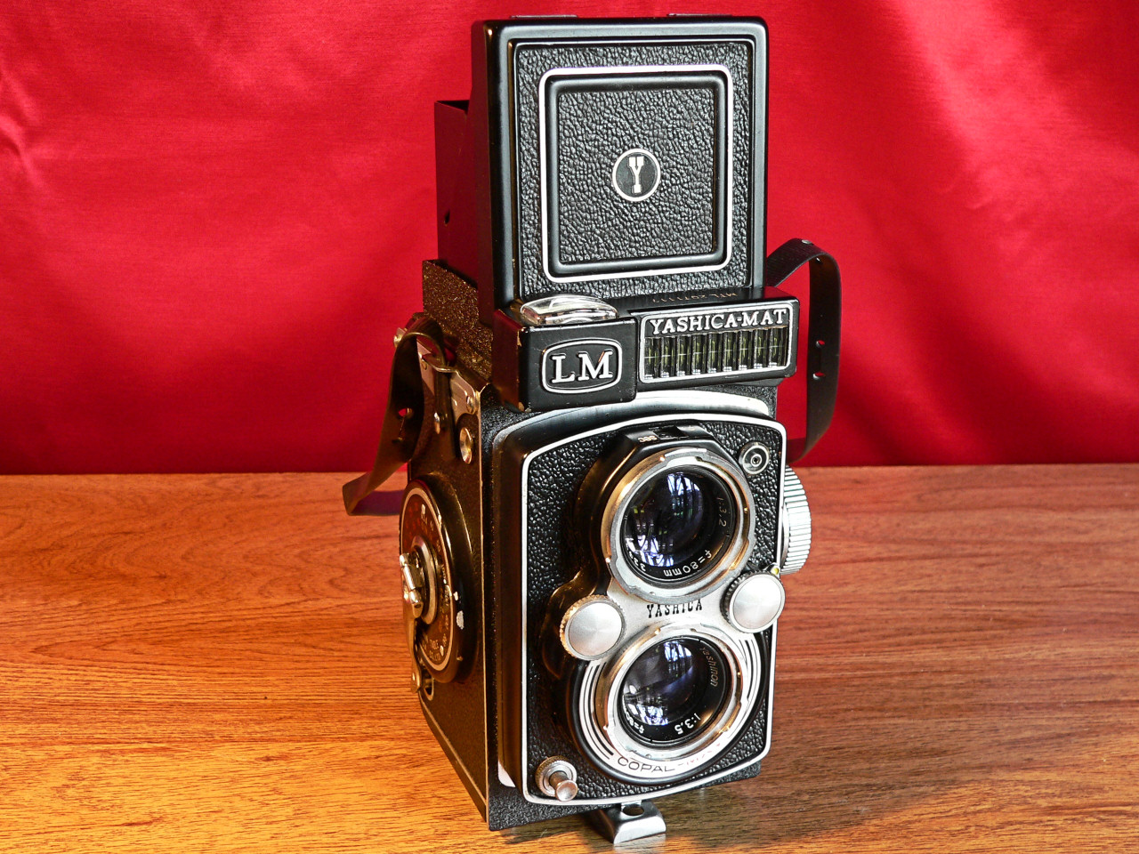 Yashica Mat LM TLR 6x6 Medium Format 120mm Roll Film Front View (1958-1960]