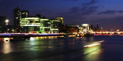 Streak the Thames  (London, England. 2006)