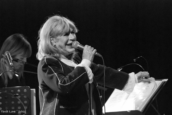 Marianne Faithful Live Performance