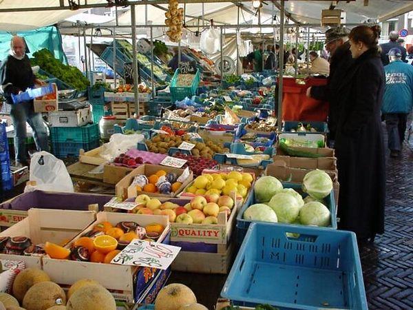 The market in Hilversum, 1999
