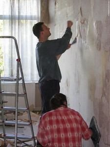 Michiel and Isabelle stripping wallpaper