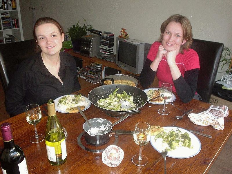 Mirella and Petra as my first guests to test, try and enjoy my new chairs and dining table