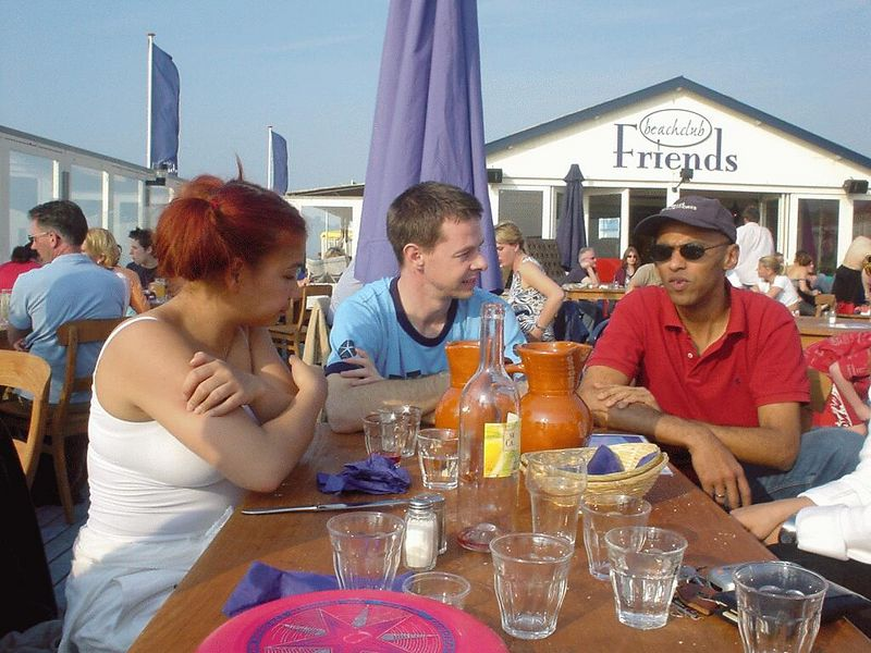 """Juli, Yves and Madou at <a href=""""http://www.beachclubfriends.nl/"""">Friends</a>"""