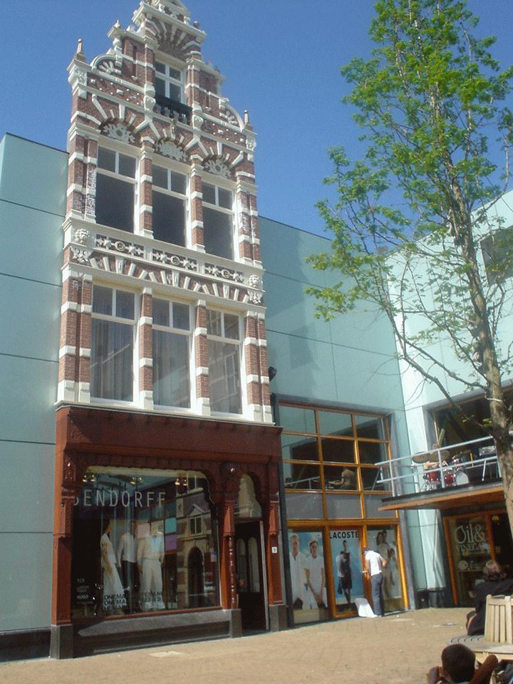 """Really beautiful, old house in a small trendy, yuppie shopping corner called """"Haagsche Bluf"""""""