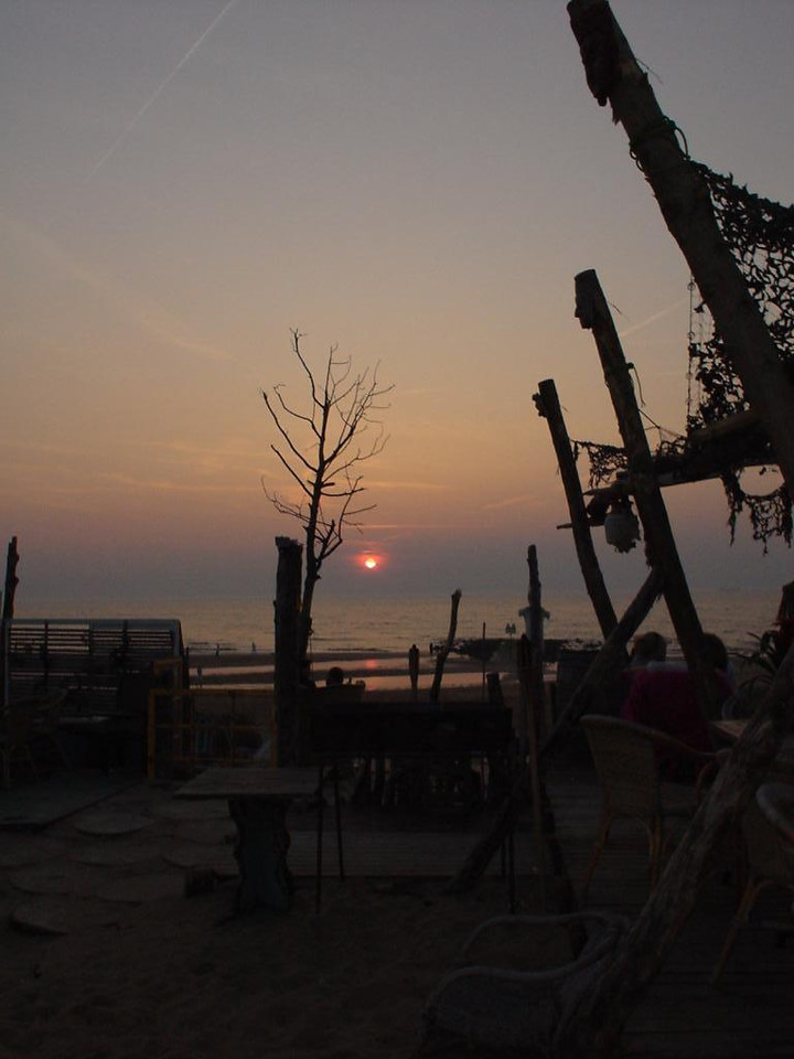"""Sunset at <a href=""""http://www.meccastrandpaviljoen.nl/"""">Mecca</a> from our seats... nice (y)"""