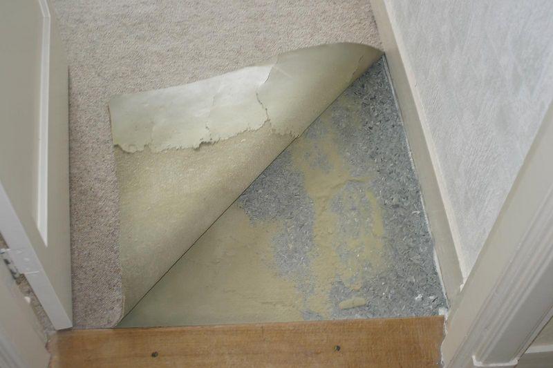 Vloer onder whatever er op ligt (grote slaapkamer)