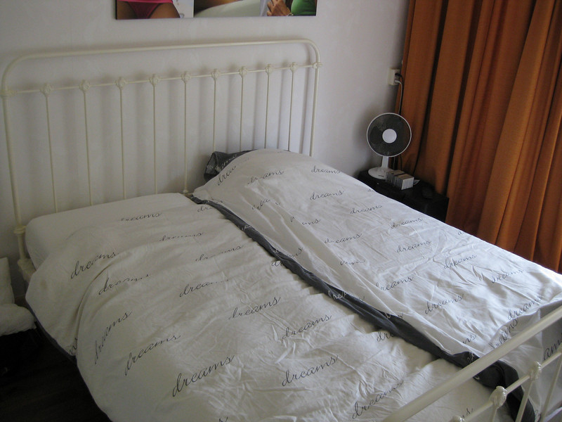 """Overall view; bed by <a href=""""http://www.slaapkamergeluk.nl/"""">www.slaapkamergeluk.nl</a>"""