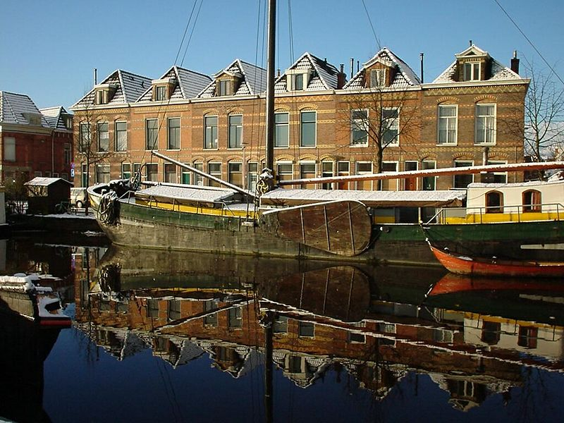 "Winschoterdiep, Groningen, where the houseboats aka ""woonboten"" lie docked<br>This was a beautiful winter morning on my way to work"