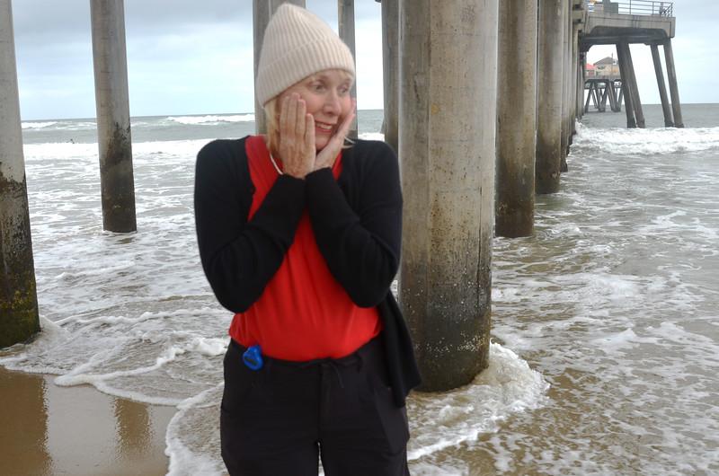 Morning Walk at Huntington Beach Pier in California 4