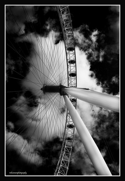 London eye in monocrome