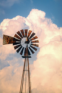 """""""Windmill"""" Vanishing icon of the Midwest."""