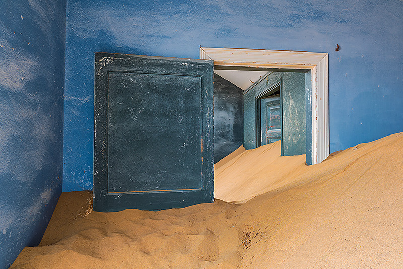 Nam 056 The Blue Room, Kolmanskop, Namibia