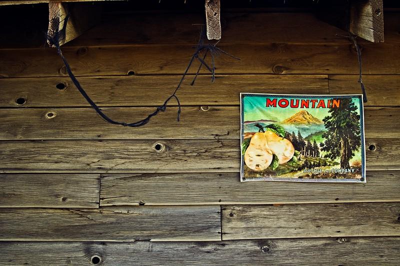 Vintage sign along Hood River Fruit Loop drive.<br /> © Cindy Clark